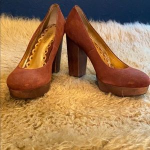 The cutest suede Seychelles heels!